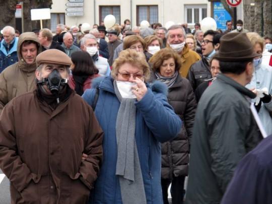 Жители Alluets-le-Roi против строительства завода
