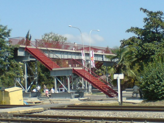Адлер. Временный пешеходный мост